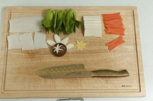 一品海鲜锅的做法图解1
