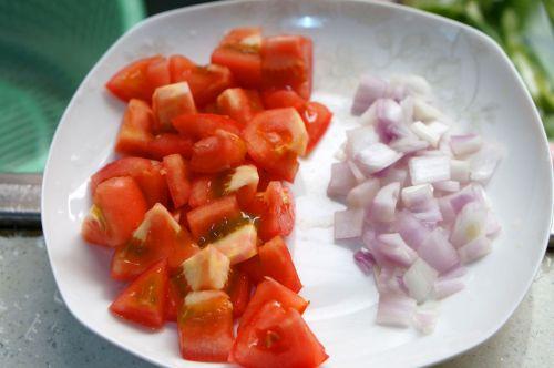 营养美味的番茄牛肉焖饭的做法图解2