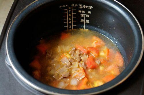 营养美味的番茄牛肉焖饭的做法图解6