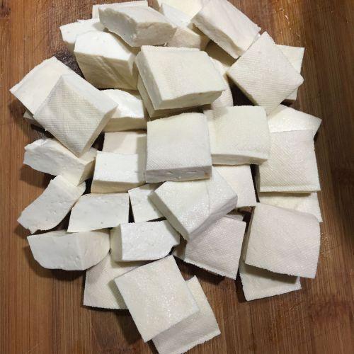 孜然葱花豆腐的做法图解1