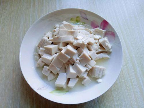 鸭血烩豆腐的做法图解1