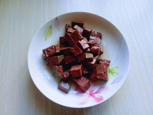 鸭血烩豆腐的做法图解2