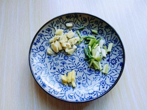 鸭血烩豆腐的做法图解3