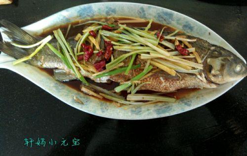 家常美食网 动物菜单 草鱼 >清蒸鱼的做法  清蒸鱼的做法步骤: 轩妈小
