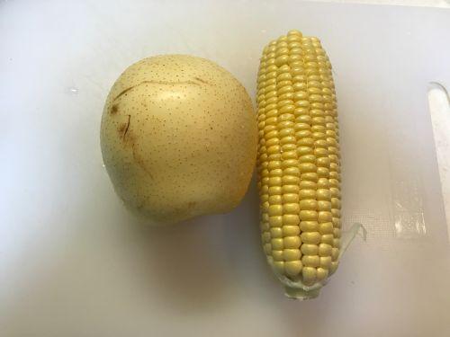 雪梨玉米甜汤的做法图解1