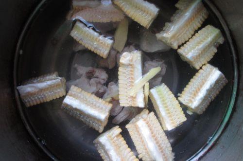 玉米排骨汤的做法图解6