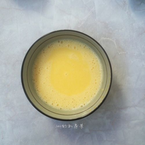 原味戚风蛋糕卷的做法图解4