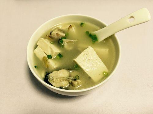 鲜菇豆腐鲫鱼汤的做法图解6