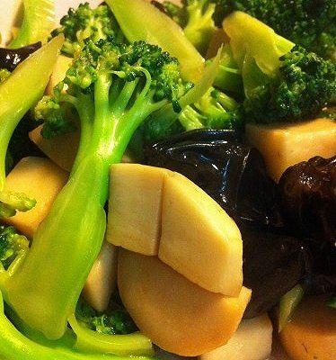 蚝油西兰花杏鲍菇木耳的家常做法