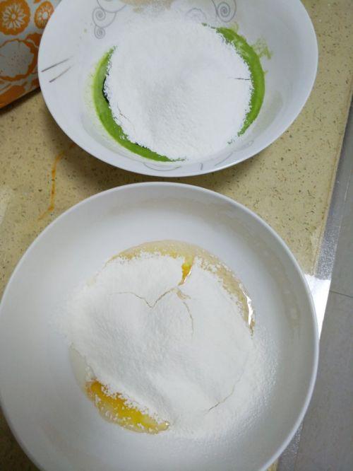 菠菜旋风蛋糕卷的做法图解3