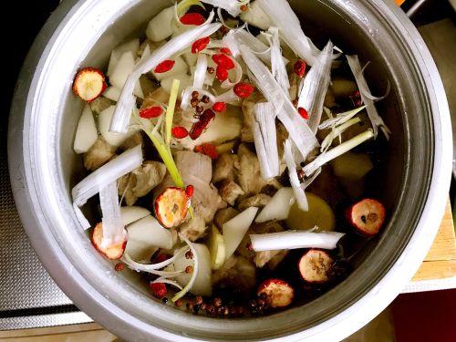 秋冬食补养生羊肉汤的做法图解1