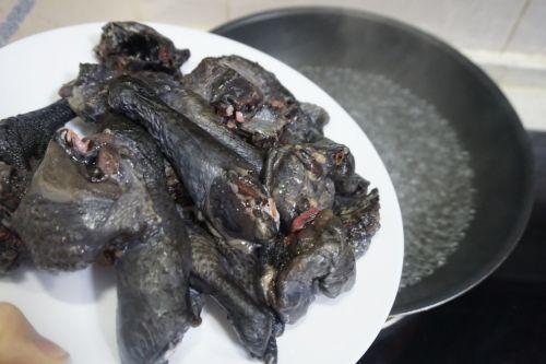 枸杞红枣乌鸡汤的做法图解2