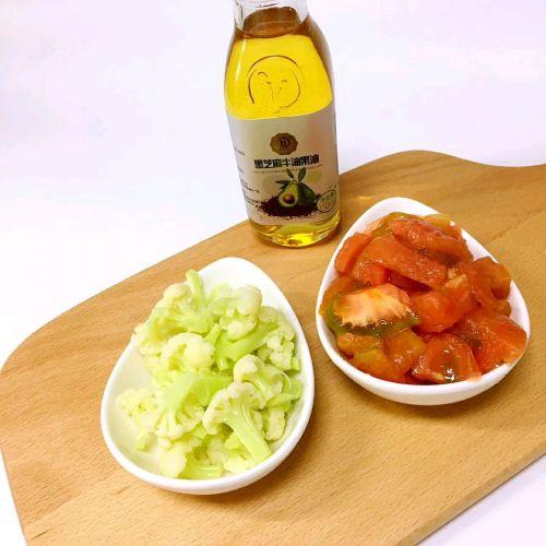 4. 盛出花菜,西红柿切碎.-番茄花菜的做法