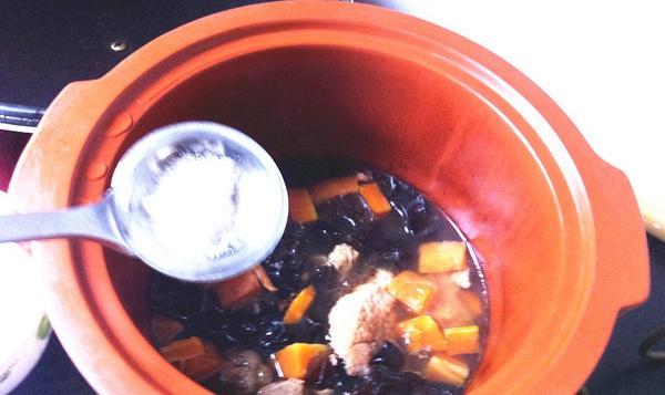 墨鱼干排骨汤