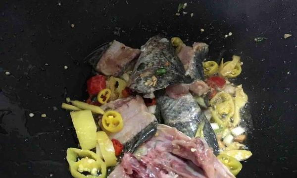 广东版家庭清淡口味酸菜水煮鱼