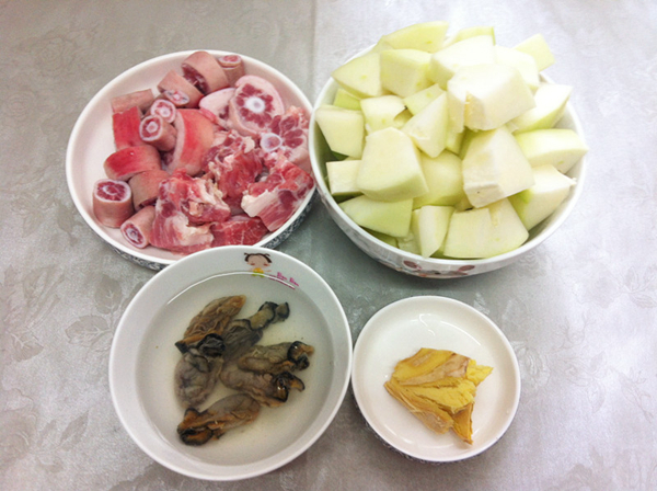 桂圆红枣花生汤