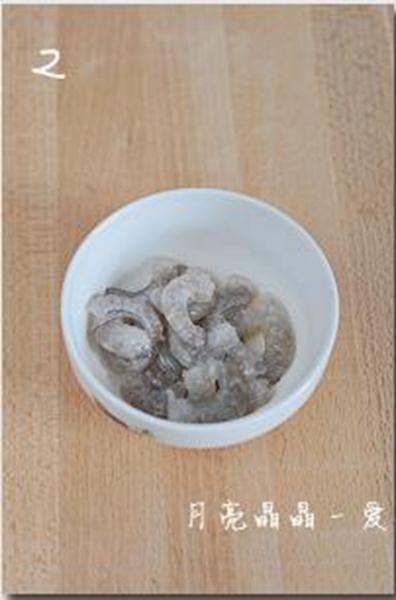 鲜奶炒虾仁的做法图解2