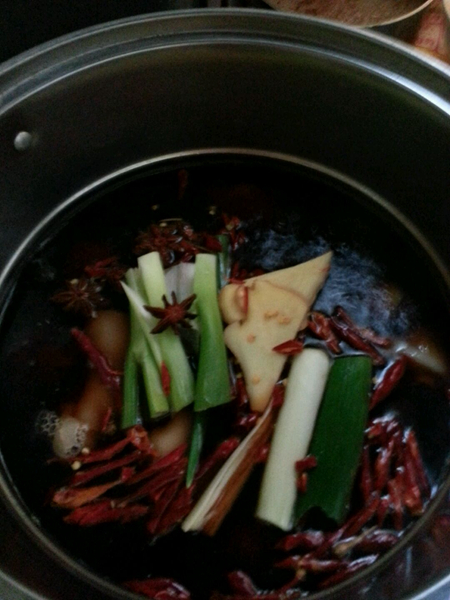 秘制红烧猪蹄的做法图解6