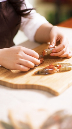 鲜虾金针菇沙茶荞麦面的做法图解1