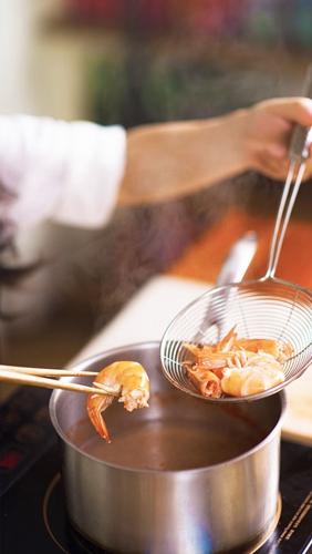 鲜虾金针菇沙茶荞麦面的做法图解3