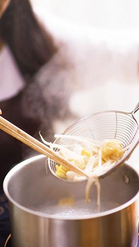 鲜虾金针菇沙茶荞麦面的做法图解7