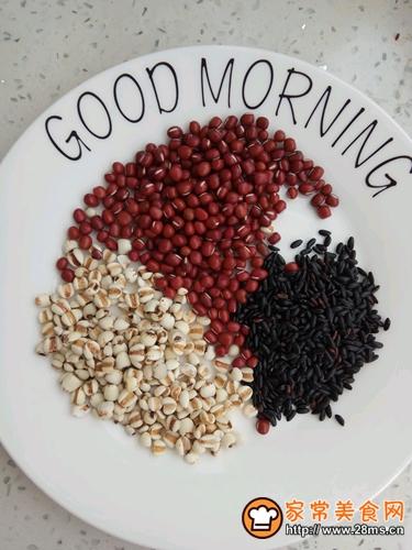 红豆薏米黑米汤的做法图解1