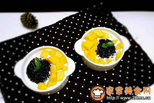 芒果黑糯米白雪甜甜的做法图解5