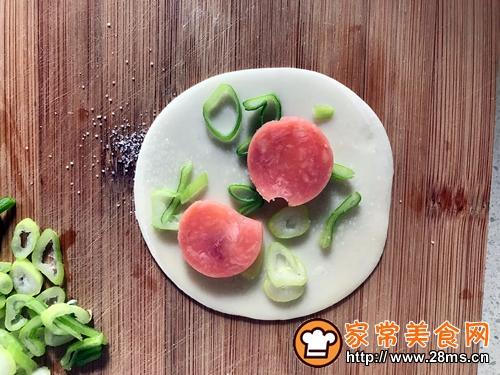 煎饺子皮的做法图解2