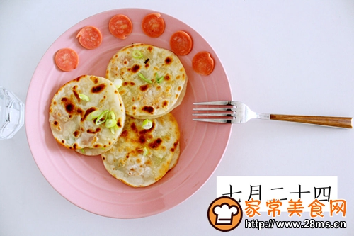 煎饺子皮的做法图解5