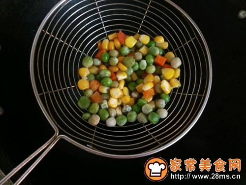 彩蔬土豆饼的做法图解3