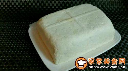 自制白豆腐蘸自制酱汁的做法图解1