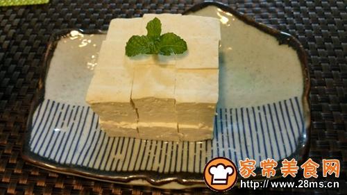 自制白豆腐蘸自制酱汁的做法图解2