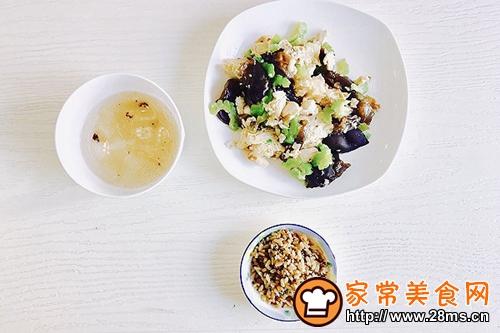 苦瓜双耳鸡肉冻豆腐一养生午餐