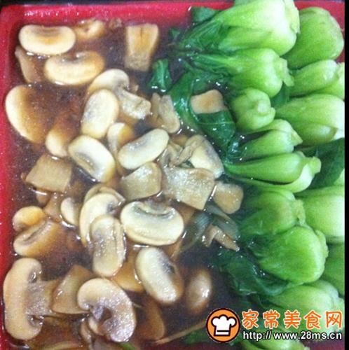 蘑菇青菜的做法图解1