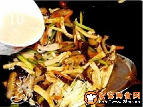 冬菇炒豆腐干的做法图解10