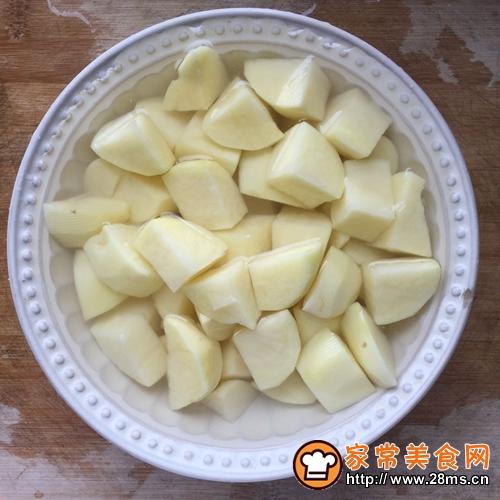 砂锅土豆炖肉的做法图解2