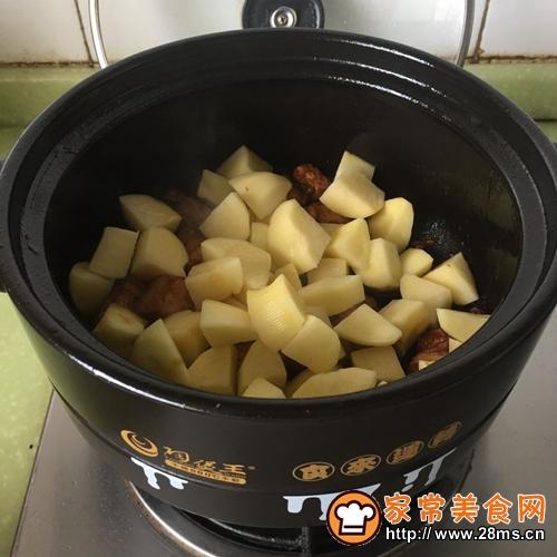 砂锅土豆炖肉的做法图解7