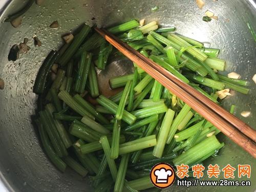 炝拌芹菜的做法图解5