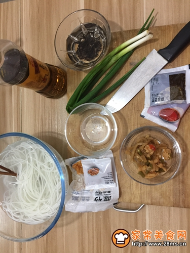 炒螺蛳粉的做法图解4