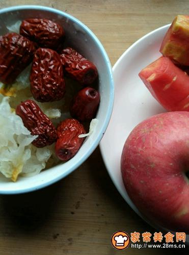 苹果银耳瘦肉汤的做法图解1