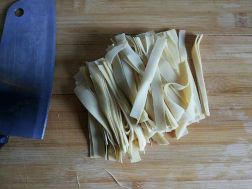 减肥餐 凉拌芹菜干豆腐的做法图解1