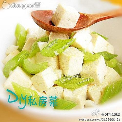 芹菜烧豆腐的家常做法