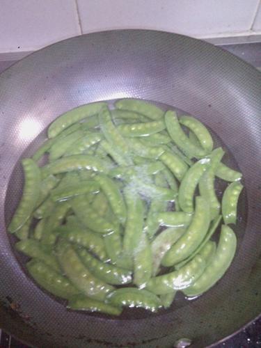 蒜蓉荷兰豆的做法图解2