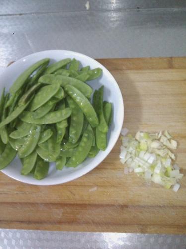 蒜蓉荷兰豆的做法图解3