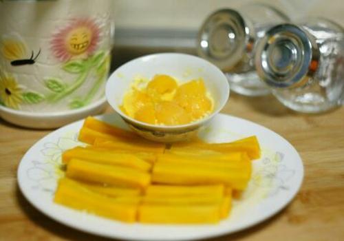咸蛋黄南瓜的做法图解2