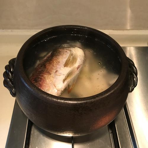 粉葛鲫鱼汤的做法图解5