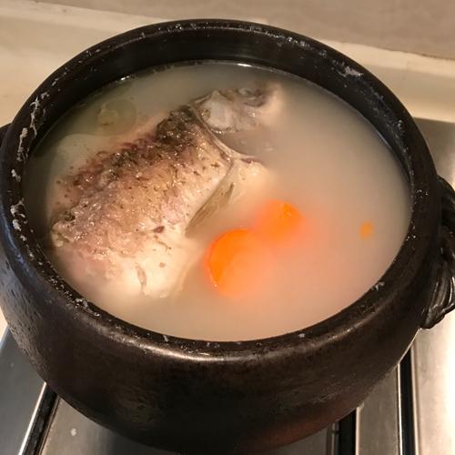 粉葛鲫鱼汤的做法图解7