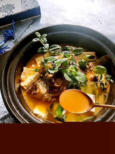 鲫鱼豆腐辣酱汤的做法图解2