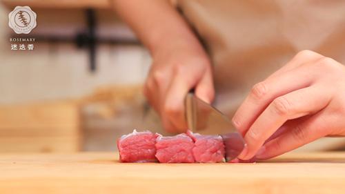 枸杞山药牛肉汤的做法图解2