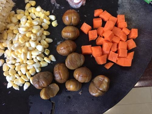 板栗咖喱鸡肉蒸饭的做法图解3